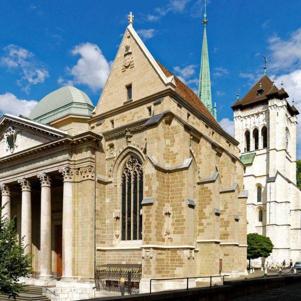 Suisse, Genève, cathédrale Saint-Pierre construite au XIIIe siècle, façade néoclassique du XVIIIe siècle, principale église protestante de la ville depuis 1535